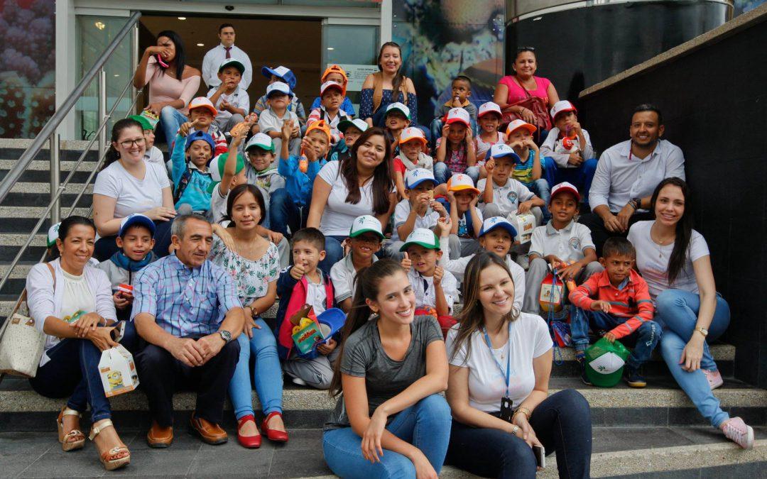 """30 niños deL asentamiento rural """"Los Acacios"""" conocieron Bucaramanga."""