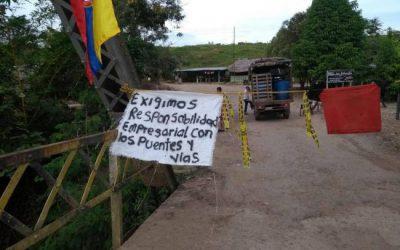 Al menos 300 campesinos de la Llana zona mantienen bloqueado el paso a los vehículos de ECOPETROL