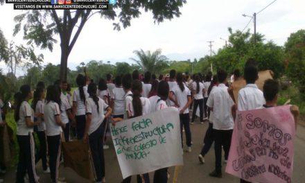 Alumnos del Colegio Integrado de Yarima marchan pacíficamente ante la falta de atención por parte de los entes municipales y departamentales