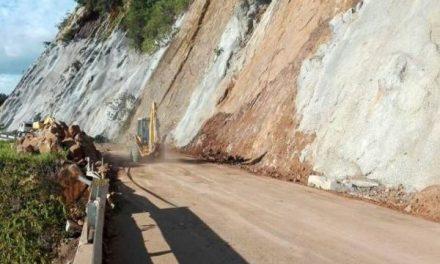 Vía a San Vicente en riesgo de derrumbes