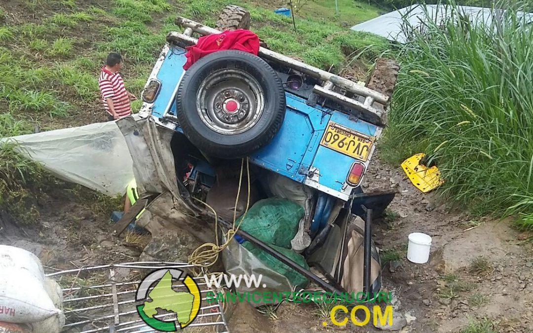 """(GALERIA FOTOGRÁFICA) Jeep rodó 30 metros en el Sector """"La Germania"""""""
