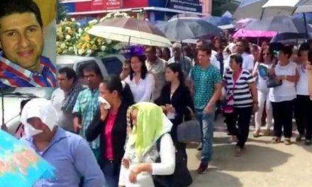 (VIDEO) Multitudinaria misa se le dio el último adiós en El Carmen de Chucurí al arquitecto Esneider Ventanas Rueda