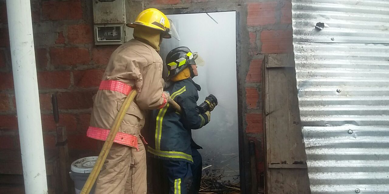 """Incendio estructural en fábrica de juegos pirotécnicos alertó a la comunidad del sector """"el tierrero"""""""