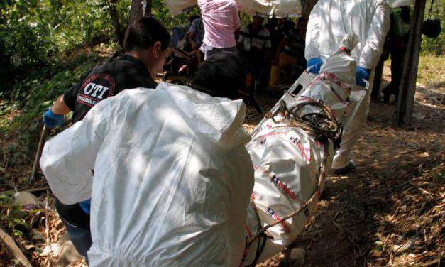 Encuentran cadáver atado y con signos de violencia en el embalse Topocoro