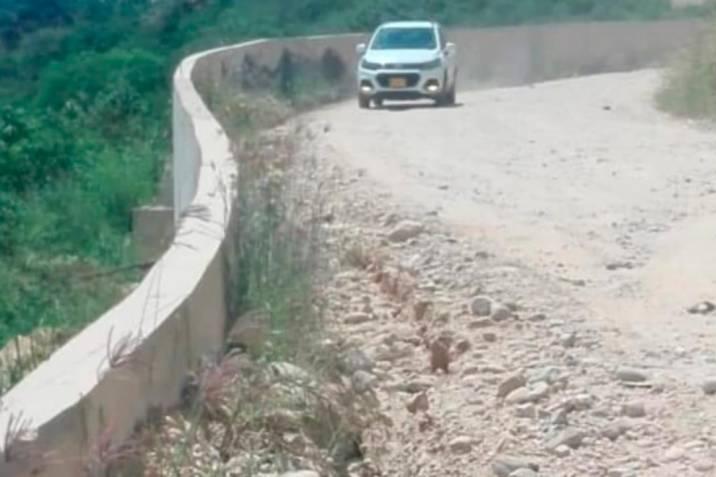 Pavimentación de la vía a Zapatoca está paralizada por error de planeación
