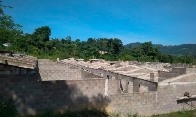A punto de colapsar se encuentra un proyecto de vivienda, de 45 casas, en San Vicente de Chucurí