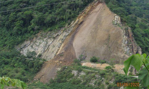 Video: Impresionante derrumbe mantiene cerrada la vía hacia San Vicente de Chucurí