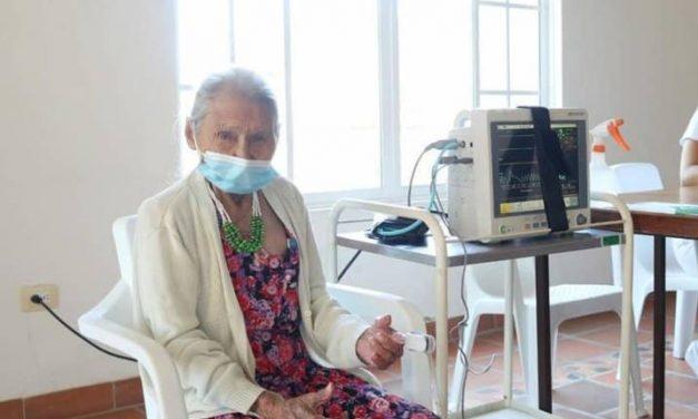 Zoila Rivera, la mujer más longeva vacunada en Santander